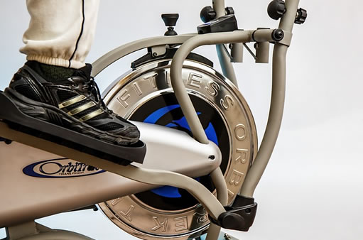 Una vista de una bicicleta elíptica
