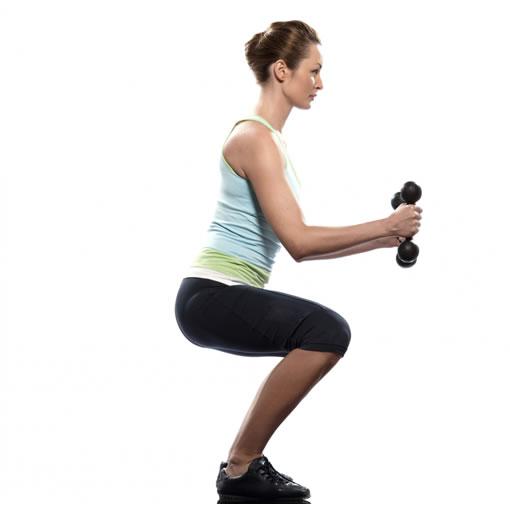 Mujer realizando ejercicios para perder peso en casa