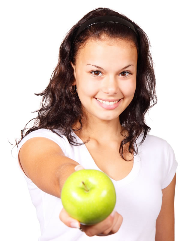 Una dieta sana con frutas como la manzana ayuda a quemar grasa