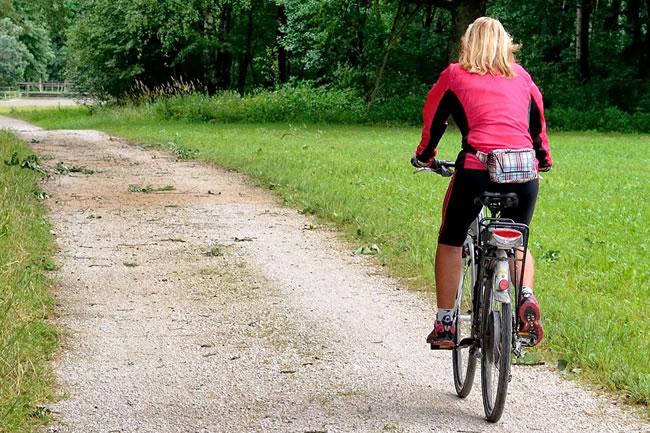 Montar bicicleta es uno de los ejercicios aeróbicos preferidos por deportistas