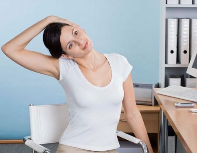 Rutina de ejercicios para personas que se la pasan sentadas en la oficina