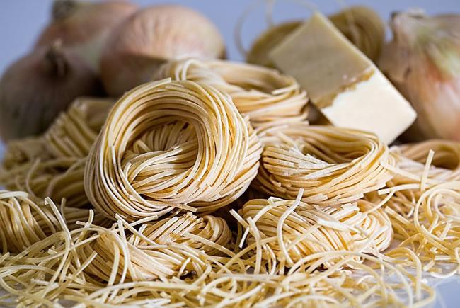 Pasta y carbohidratos deben estar presentes en la dieta para deportes fuerza