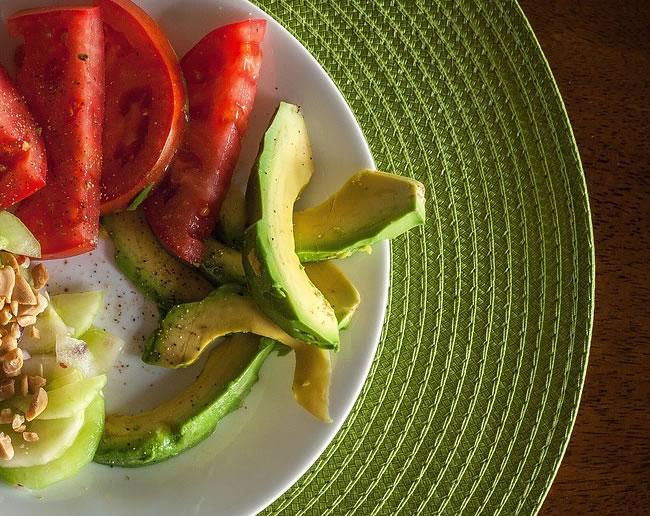 Una ensalada de aguacate para la dieta diaria