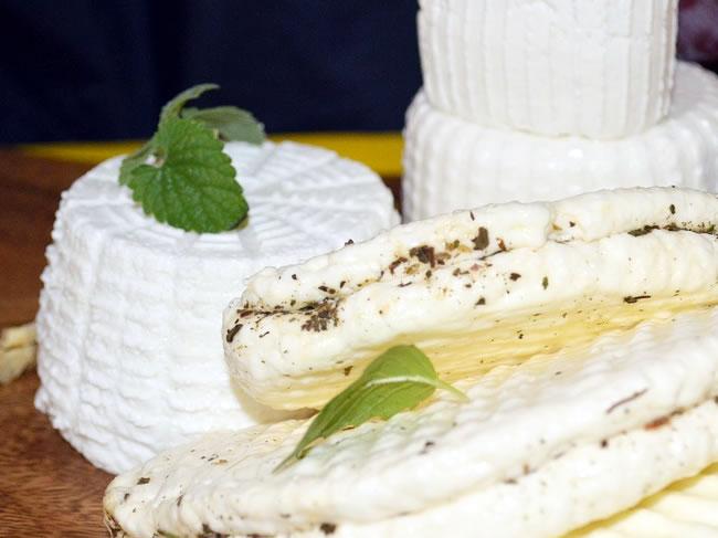 El queso fresco es una fuente de grasas