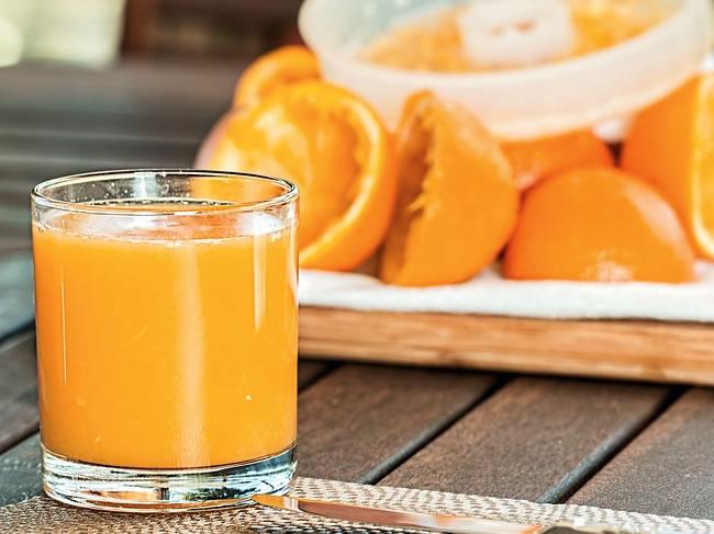 El zumo o jugo de naranja ayuda a eliminar y quemar la grasa abdominal y la barriga