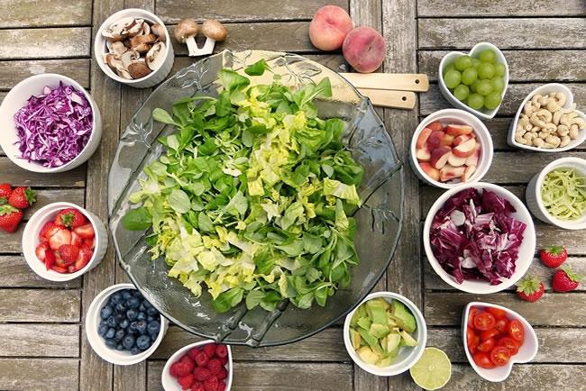 Es posible perder peso consumiendo alimentos crudos