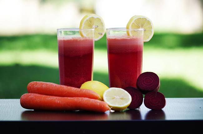 Dos batidos de proteína para adelgazar con frutas y verduras