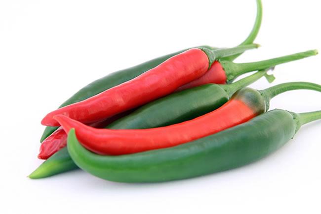 Racimo de chiles picantes, unos reductores del apetito naturales muy usados