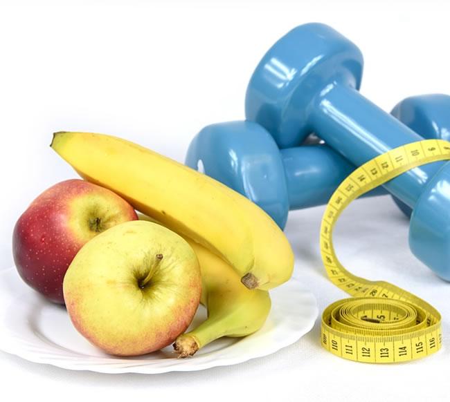 Frutas y ejercicio complementan el ayuno para adelgazar