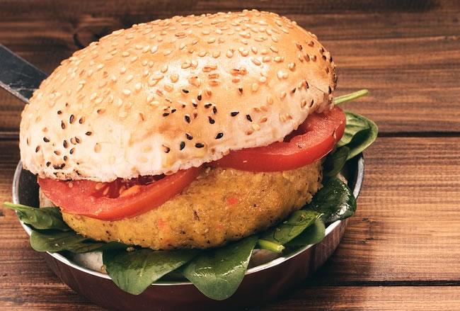 Una rica hamburguesa preparada con avena