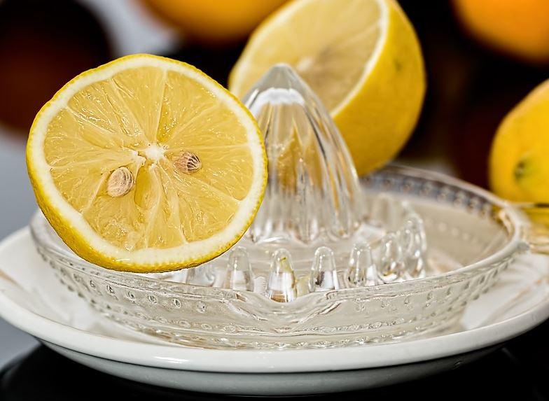 Paso 1: exprimir limones